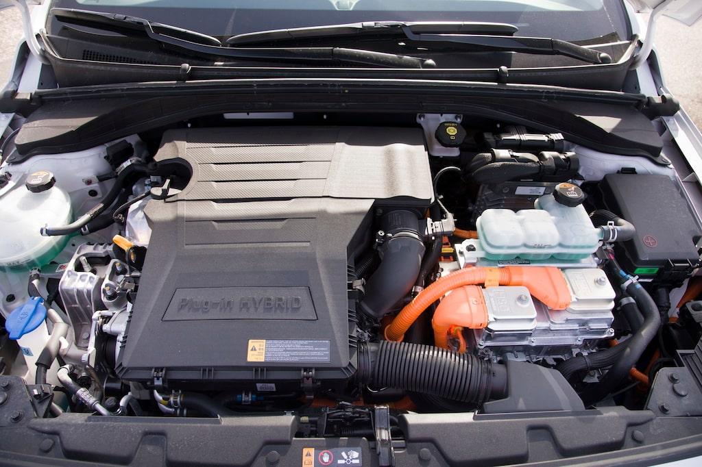 1,6-litersmotorn i Hyundai (och Kia) andas enligt Atkinson-principen för att gå så snålt som möjligt. Tekniken brukar användas i hybridsammanhang där elmotorn står för vridmomentet. Även elmotorn är föredömligt snål med energin.