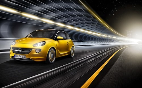 Nytt är också att Opel erbjuder ett nytt infotainment-system med koppling till smartphone (iPhone eller Android). Opel erbjuder också, som tillvalsutrustning, parkeringshjälp och döda vinken-varnare.