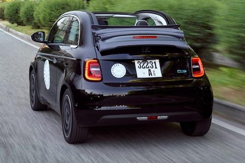 Världens enda fyrsitsiga elbil med sufflett. Jo, Fiat kan få skryta över sin nya 500.
