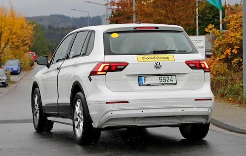 Det råder ingen tvekan om vilken typ av drivlina som döljs under Volkswagen Tiguan-karossen. Notera den tjeckiska registreringsskylten och den omgjorda delen av stötfångaren som saknar avgasrör.