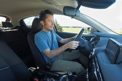 Växellådan bjuder på en härligt distinkt känsla. Vid aktivt körning skimrar den där sportiga auran till.