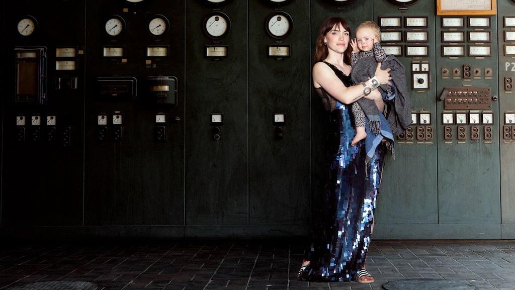 Brita Zackari med dottern Essa som hon har med maken Kalle Zackari Wahlström.