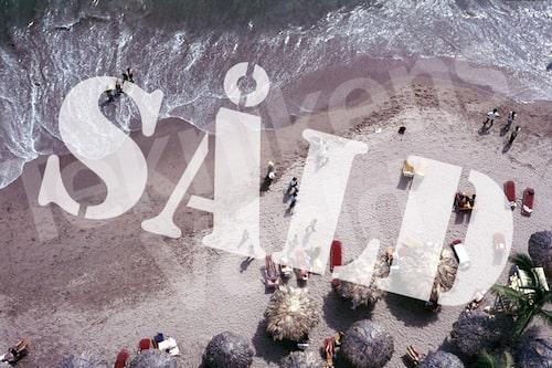 Bild 29. Mexiko 1970. Stranden i Acapulco ser inbjudande ut. Mått 50 x 35 cm. Pris: 80 kr.