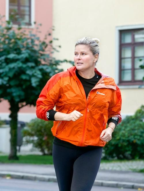 """""""Inför en fotografering eller fest brukar jag jogga en vända på åtminstone 20 till 30 minuter. Det sätter igång cirkulationen och gör att vätska som samlats försvinner från kroppen."""""""