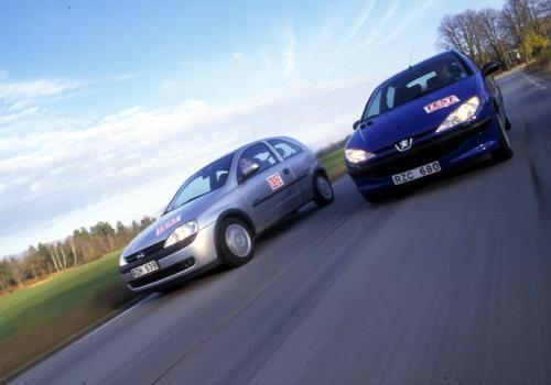 Opel Corsa 1,2 och Peugeot 206 1,4