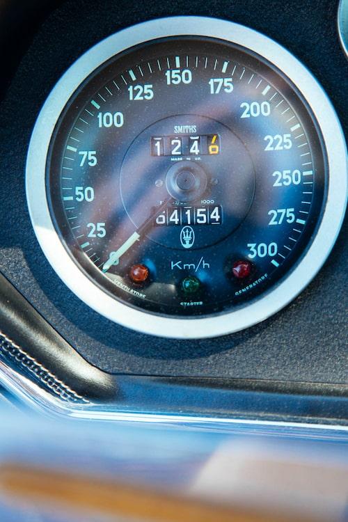 Mätarställningen stämmer! Däremot går det inte att få upp bilen i 300 km/h.