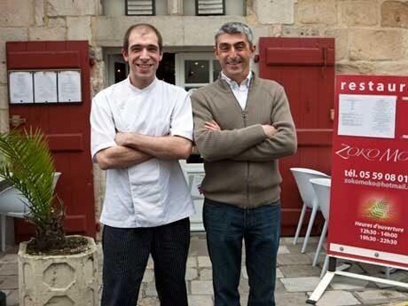 <p>Kockarna St&eacute;phane Poulin och Charles Olascuaga driver restaurang Zoko Moko i Biarritz. Men inte p&aring; m&aring;ndagar. D&aring; surfar Charles.</p>