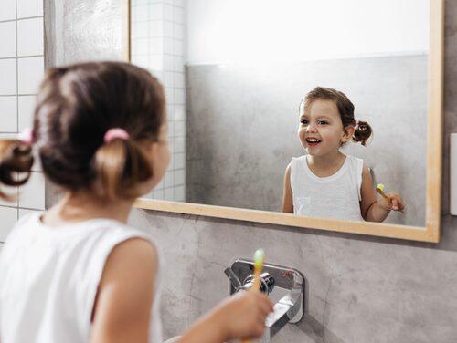 2 centimeter tandkräm, två minuter och två gånger om dagen är det som gäller.