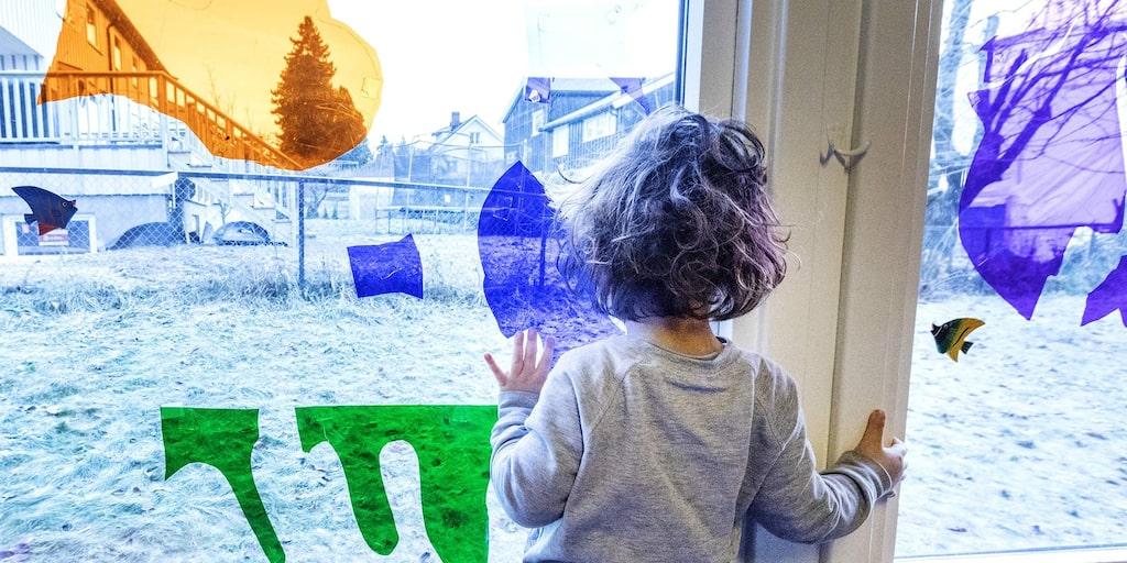 Hur har barnet det på dagarna? Har det några kompisar? Känner det sig tryggt med de andra barnen i förskolan? Hjälper pedagogerna till om det behövs? Sådant kan man få svar på om man är med sitt barn i förskolan.