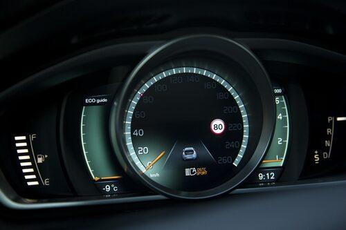 Lilla bilen i den digitala mätaren är fortfarande en vanlig V40.