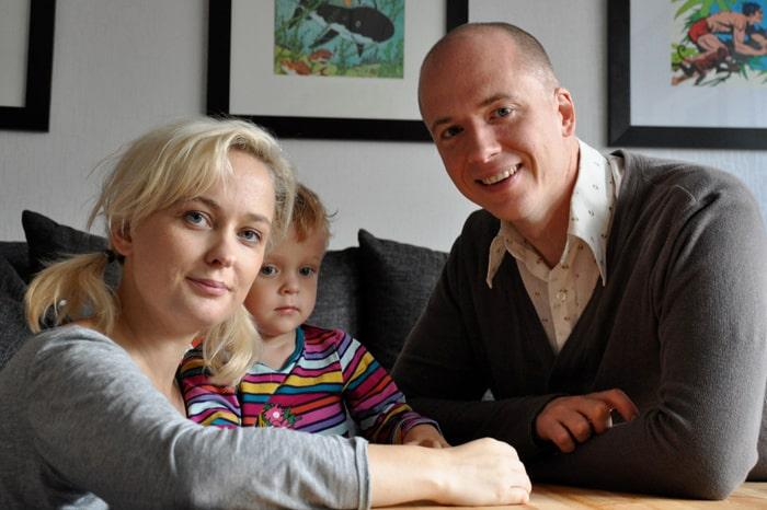 Johanna Ögren och Daniel Åberg med sonen Tage, 2,5.