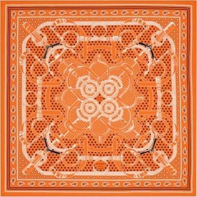 Mönstrad sidenscarf, 1 700 kr, Hermès.