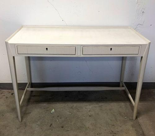 Skrivbordet innan förvandlingen.