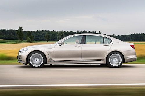 BMW 7-serie i Lang-utförande är 14 centimeter längre än vanliga 7-serie sedan.