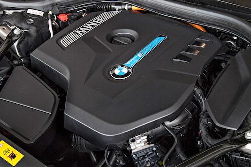 Bensinmotorn levererar 258 hästkrafter.