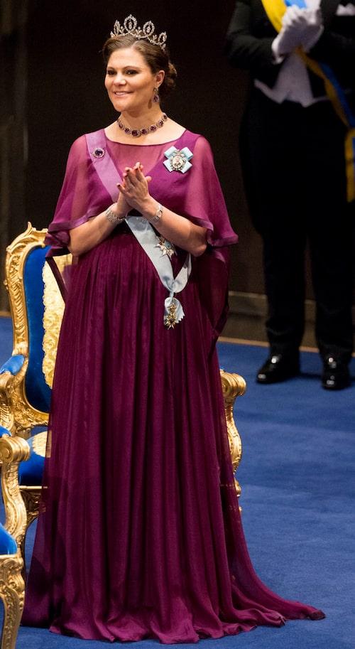 Kronprinsessan Victorias nobelklänning 2015.