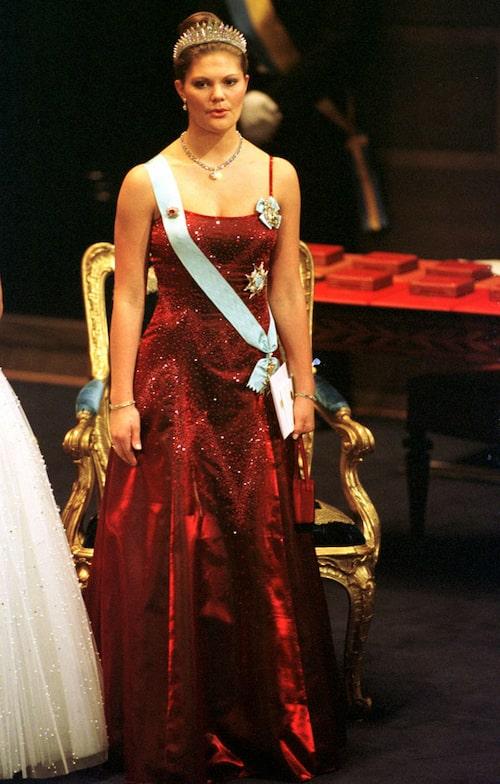 Kronprinsessan Victorias nobelklänning 2001.