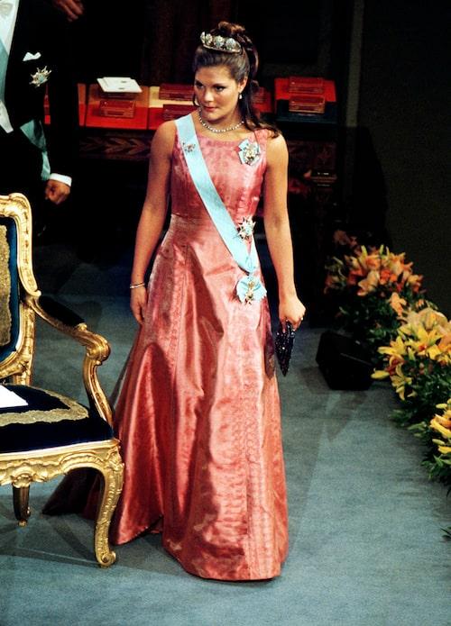 Kronprinsessan Victorias nobelklänning år 2000.