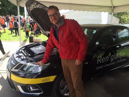 Teknikens Världs Hans Hedberg är utskickad för att känna och klämma på Saab 9-3 som elbil.