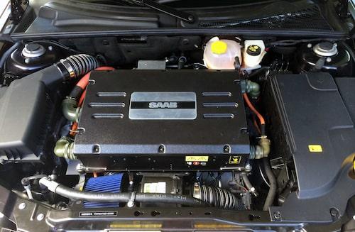 En elmotor har tagit plats under huven.