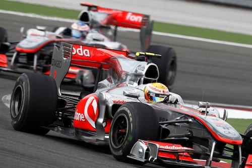 Följa John. McLarenbilarna höll täten i Turkiet med Lewis Hamilton som förste förare över mållinjen. (Foto: Vodafone McLaren Mercedes)