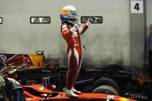 Nattloppen i Singapore hör till säsongernas mest spektakulära tillställningar. I år vann Fernando Alonso.