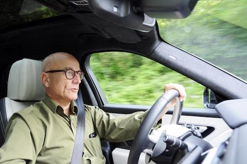 Velar kommer till Land Rover-handlarna redan i augusti och finns med fem olika drivlinor. Instegsmodellerna med en fyrcylindrig diesel på 180 hästkrafter eller en bensin-fyra på 250 hästkrafter kostar båda 626900 kronor.