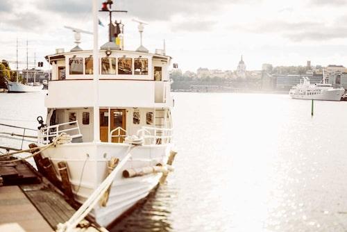 Det går att ta sig till de flesta öarna med Waxholmsbåt från exempelvis Strömkajen.