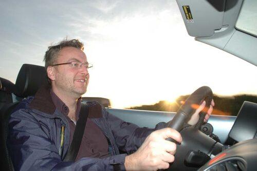 Hans Hedberg bakom ratten på VW Beetle.