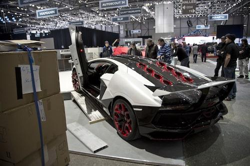 Lamborghini Aventador AvantiRosso från Milan SuperCars.
