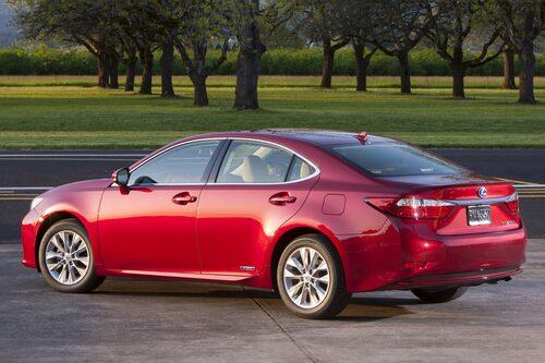 Lexus ES 300h kom 2012 och har sålt i 8 000 exemplar.