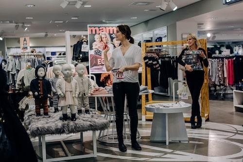mamas chefredaktör Lollo meddelade vilka som vunnit1000 kr på H&M och söta Snobben-figurer.