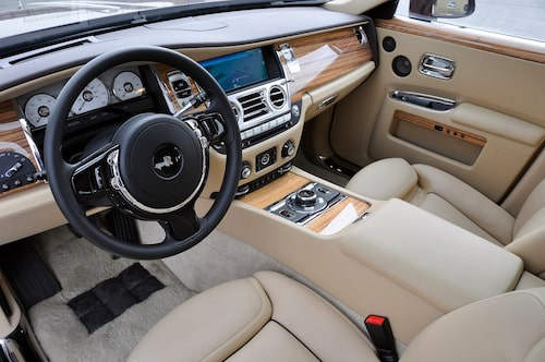 Det enda som stör är BMW-info/navskärmen. Iövrigt klassiskt snyggt.