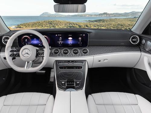 Krämvit gör E-klass Cabriolet flott men Hedberg anser att 4Matic är bästa utrustningen.