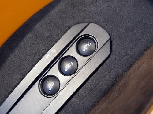 När dörren är öppen blottar sig fler knappar, sådana som man inte använder så ofta.