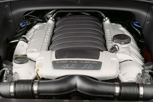 405 hästkrafter sätter bra fart på Cayenne GTS så det gäller att hålla i ratten.