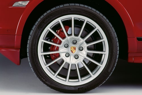 21 tums hjul och rödlackerade bromsok ingår i priset...