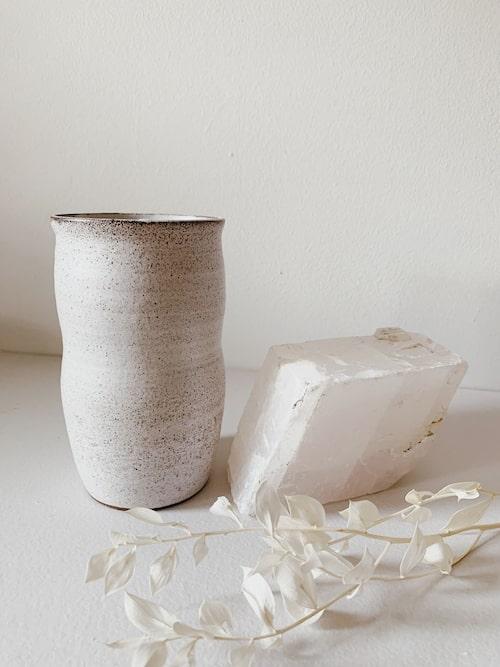 Bestickhållare i keramik av Robynn Storgaard.