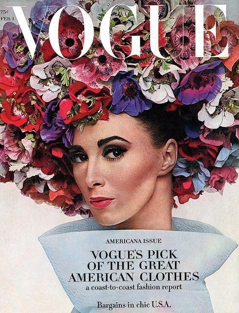 Modellen Wilhelmina Cooper i Halston-hatt på omslaget av Vogue 1964.