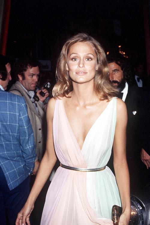 Lauren Hutton i klänning från Halston på Oscarsgalan 1975.