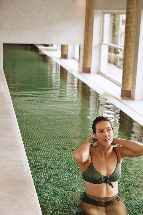 Therese Alshammar i bikini från egna Ellos-kollektionen.