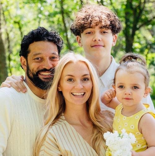 Rennie Mirro med frun Ann och barnen Samson och Lee.