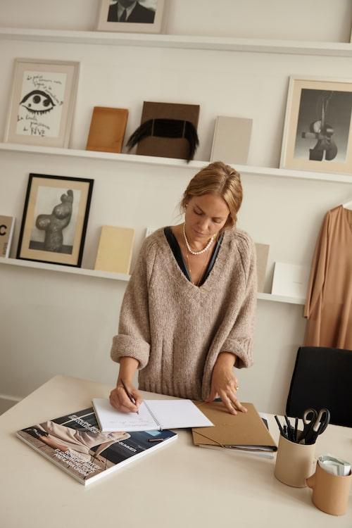 Ellen Dixdotter på sitt kontor.