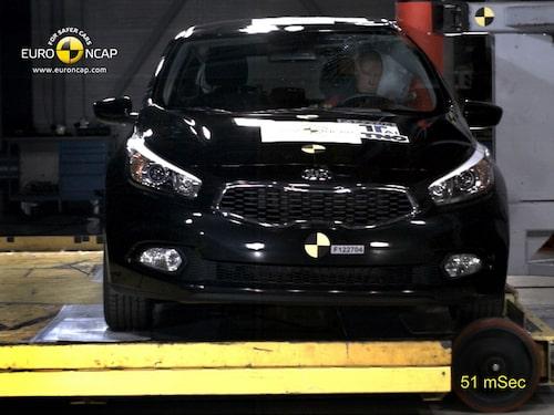 Euro NCAP krocktest Kia Cee'd: stolpe