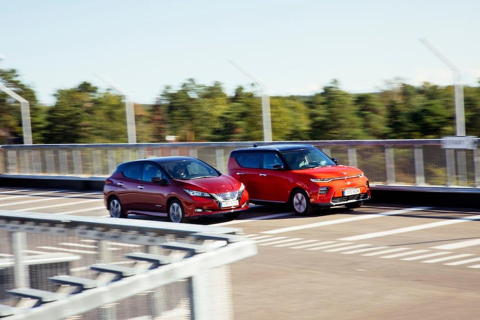 Två bilar med hyfsat lång räckvidd och okej pris. Men snart kommer Volkswagen ID.3, då får de båda se upp.