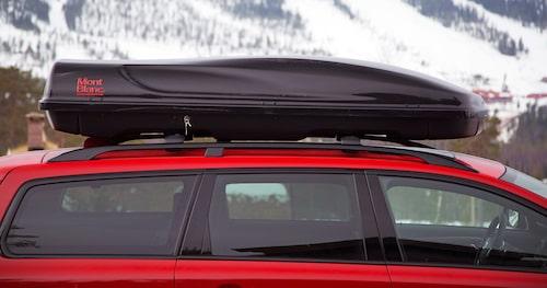 Boxen från Mont Blanc är lätt att montera och har gott om lastsäkringsöglor.