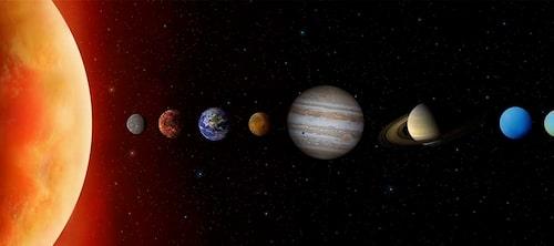 Som astrolog är det solen, månen och planeternas positioner som Margareta studerar.
