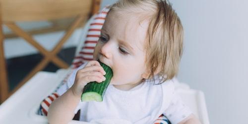 Barn får själva styra ätandet när de börjar äta med BLW-metoden.
