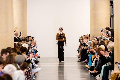 Victoria Beckham tackar publiken under New York Fashion Week tidigare i år efter sin höstvisning för 2019.
