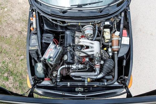 Tvålitersmotorn fick med överladdning 145 hästkrafter och 236 Nm.